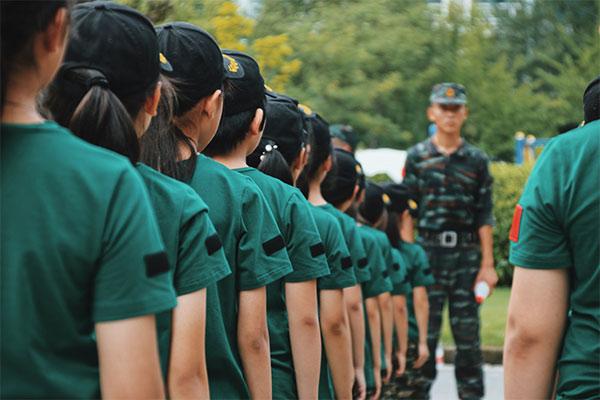 儿童青少年军事夏令营