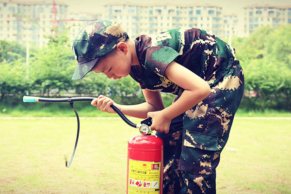 铁血猎人军事夏令营
