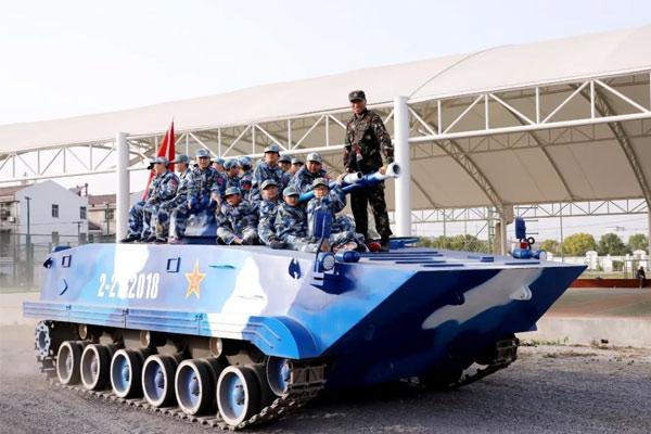 乘坐导弹快艇及水陆坦克