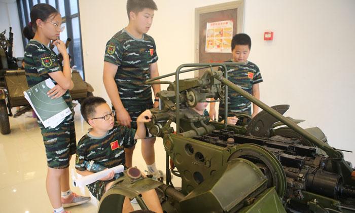 参观轻武器博物馆