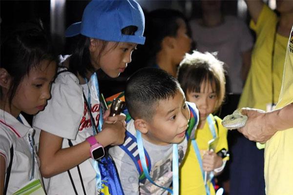 深圳地区贫困山区体验夏令营让孩子学会吃苦