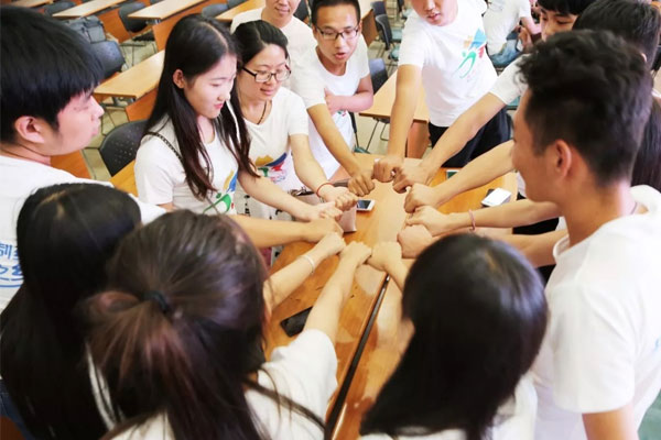 广州医科大学高中生夏令营活动精彩瞬间回顾