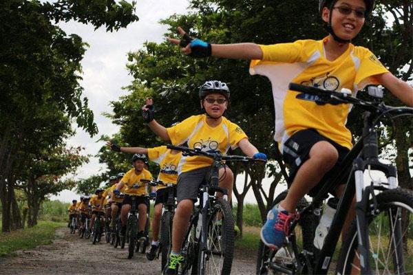 广州市青少年夏令营荷景路附近