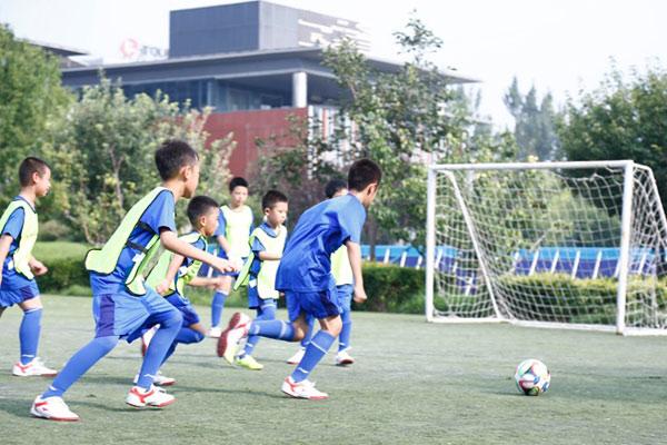 """北京小学生足球夏令营,足一""""夏"""""""