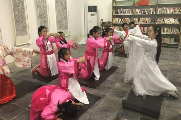 北京电影夏令营带领青少年感受影视梦工厂
