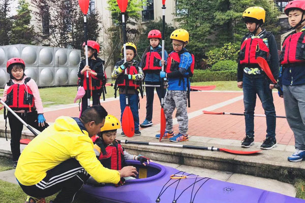 杭州滨江暑期皮划艇夏令营,对体能进行全面训练