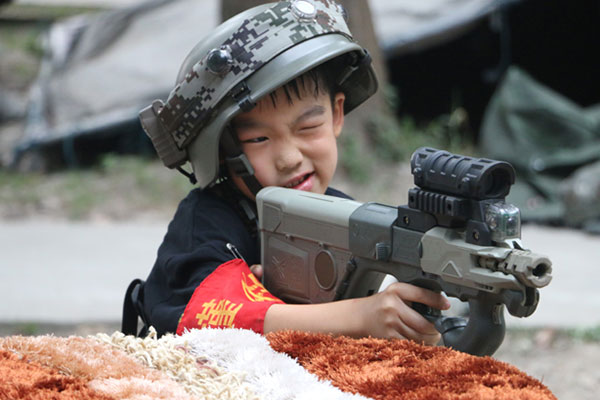 成都小学生军训夏令营,培养孩子军队品性